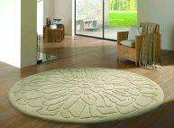 Piękny dywan w kwiatowy wzór
